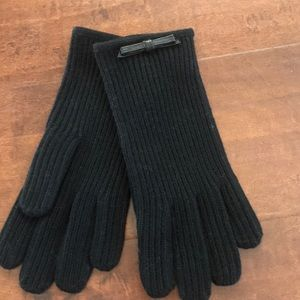 Coach ✨NWT✨Knit Gloves with Leather Bow.